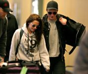 Celebrities Wonder 16118165_kristen-stewart-robert-pattinson_5.jpg
