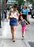 Celebrities Wonder 23695712_katie-holmes-suri_2.jpg