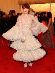 Celebrities Wonder 32958470_florence-welch-met-ball_1.jpg