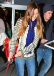 Celebrities Wonder 34162478_hilary-swank-airport_4.jpg