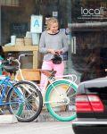 Celebrities Wonder 35520521_kristen-bell-bicycle_6.jpg