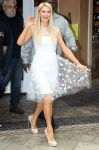 Celebrities Wonder 36883866_paris-hilton-extra-grove_2.jpg