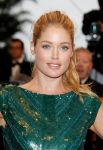 Celebrities Wonder 39827894_cannes-cosmopolis-premiere_Doutzen Kroes 2.jpg