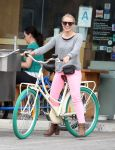 Celebrities Wonder 40218307_kristen-bell-bicycle_5.jpg