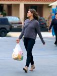 Celebrities Wonder 41318976_mila-kunis-panda-express_3.jpg