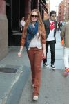 Celebrities Wonder 47561331_lindsay-lohan-shopping_4.jpg