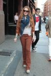 Celebrities Wonder 48537116_lindsay-lohan-shopping_1.jpg