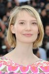Celebrities Wonder 5469910_cannes-lawless-photocall_Mia Wasikowska 3.jpg