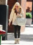Celebrities Wonder 55258688_dakota-fanning-soho_1.jpg