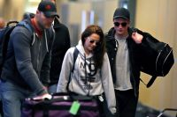 Celebrities Wonder 61539712_kristen-stewart-robert-pattinson_6.jpg