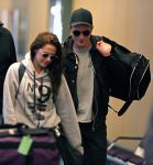 Celebrities Wonder 63839306_kristen-stewart-airport_4.jpg