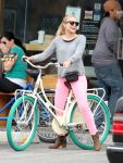 Celebrities Wonder 79392270_kristen-bell-bicycle_4.jpg