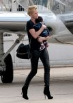 Celebrities Wonder 80374889_charlize-theron-airport_3.jpg