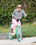 Celebrities Wonder 81641538_kristen-bell-bicycle_3.jpg