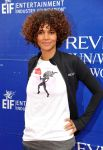 Celebrities Wonder 88453845_halle-berry-revlon-walk_6.jpg