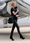 Celebrities Wonder 89685460_charlize-theron-airport_1.jpg