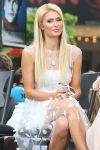 Celebrities Wonder 94370963_paris-hilton-extra-grove_6.jpg