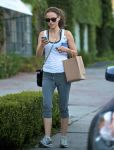 Celebrities Wonder 21774853_natalie-portman-gym_1.jpg