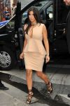 Celebrities Wonder 23443257_kim-kardashian-paris_5.jpg