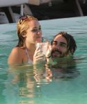 Celebrities Wonder 25736731_miley-cyrus-bikini_7.jpg