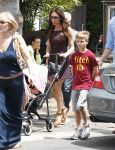 Celebrities Wonder 28008968_victoria-beckham-children_7.jpg