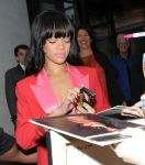 Celebrities Wonder 32286929_rihanna-hotel_8.jpg