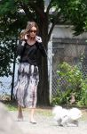 Celebrities Wonder 47113007_olivia-palermo-dog_3.jpg