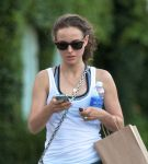 Celebrities Wonder 51437853_natalie-portman-gym_4.jpg