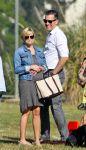 Celebrities Wonder 55042662_reese-witherspoon-brentwood_6.jpg