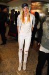 Celebrities Wonder 63230519_Candice-Swanepoel-airport_1.jpg