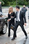 Celebrities Wonder 68791909_jennifer-aniston-paris_5.jpg