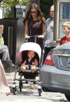 Celebrities Wonder 74302460_victoria-beckham-children_3.jpg