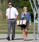 Celebrities Wonder 79088951_reese-witherspoon-brentwood_7.jpg