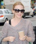 Celebrities Wonder 83796282_kylie-minogue-dance-studio_4.jpg