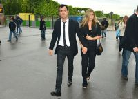 Celebrities Wonder 90566275_jennifer-aniston-paris_6.jpg