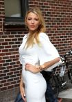 Celebrities Wonder 95272071_blake-lively-letterman_7.jpg