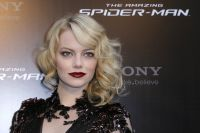 Celebrities Wonder 97801870_spider-man-paris-premiere-emma-stone_9.JPG