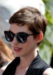 Celebrities Wonder 15235388_anne-hathaway-givenchy_6.jpg