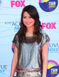 Celebrities Wonder 18474147_miranda-cosgrove-teen-choice-awards_6.jpg