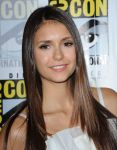 Celebrities Wonder 19144766_nina-dobrev-comic-con-vampire-diaries_5.jpg