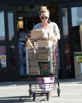 Celebrities Wonder 22509784_hilary-duff-market_3.jpg
