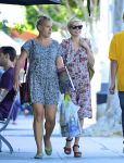 Celebrities Wonder 22757328_Michelle-Williams-and-Busy-Philipps_1.jpg