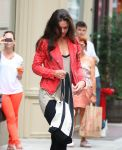 Celebrities Wonder 33441909_katie-holmes-gym_8.jpg