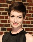 Celebrities Wonder 37402684_anne-hathaway-letterman_8.jpg