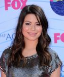 Celebrities Wonder 3784753_miranda-cosgrove-teen-choice-awards_8.jpg