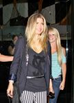 Celebrities Wonder 38591762_fergie-mr-chow_5.jpg
