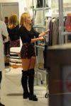 Celebrities Wonder 38849099_miley-cyrus-shopping_6.jpg