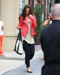Celebrities Wonder 39877042_katie-holmes-gym_1.jpg