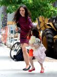 Celebrities Wonder 45566420_katie-holmes-suri_2.jpg