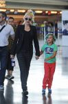 Celebrities Wonder 47859276_gwen-stefani-airport_1.jpg